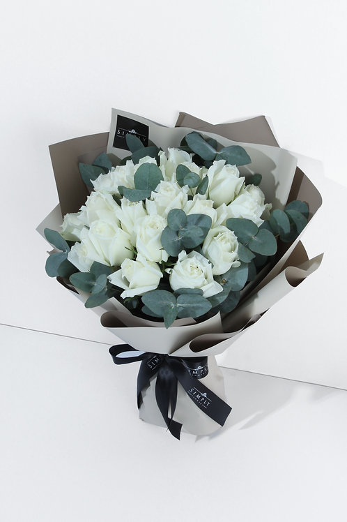 18/28/50/99 枝白玫瑰 + 尤加利葉 花束