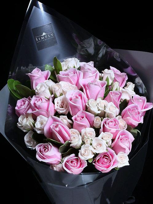 瑪麗亞 + 奶白小玫瑰 花束