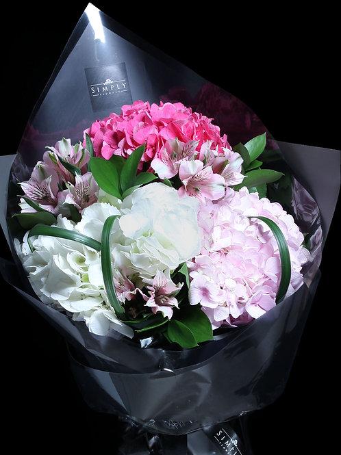 桃紅粉紅白繡球 + 小百合 花束