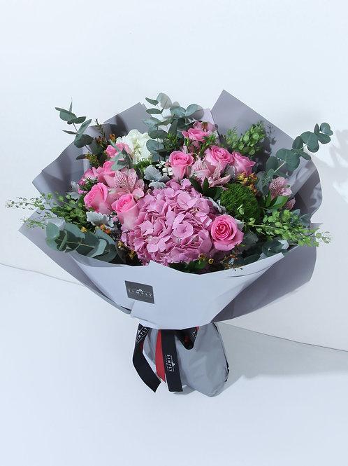 情人節 粉紅玫瑰+繡球 配時令襯花 花束