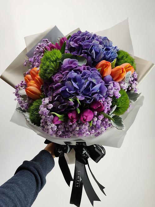 紫藍繡球 + 鬱金香 + 毛球 + 襯花 花束