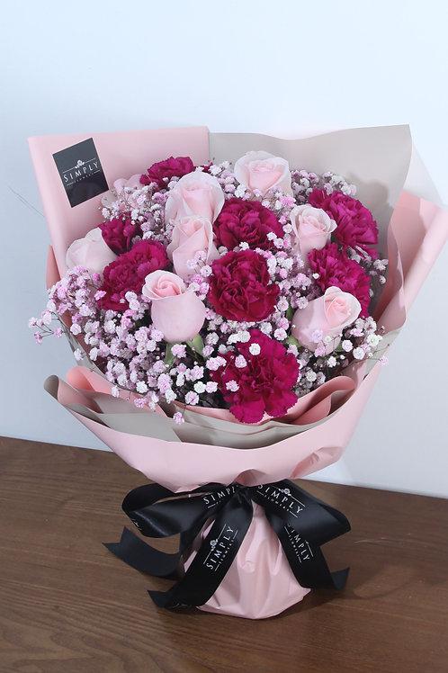 粉紅玫瑰 + 紫紅康乃馨 + 配花 花束