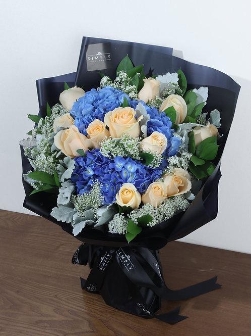 藍繡球 + 香檳玫瑰 + 襯花 花束