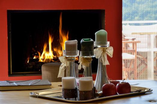 karpenisi-forest-suites-livingroom-firep