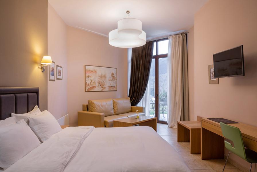 karpenisi-forest-suites-grey-junior-suit