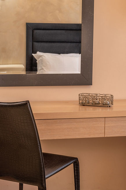 karpenisi-forest-suites-deluxe-room-desk
