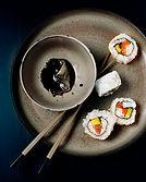 Sushi mit Sojasauce