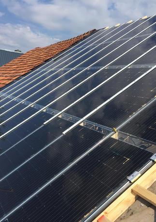 Sanierung eines Dachstuhls und Montage von Solarmodulen