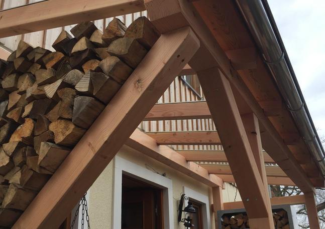 Vordach Holzkonstruktion und Glasdach