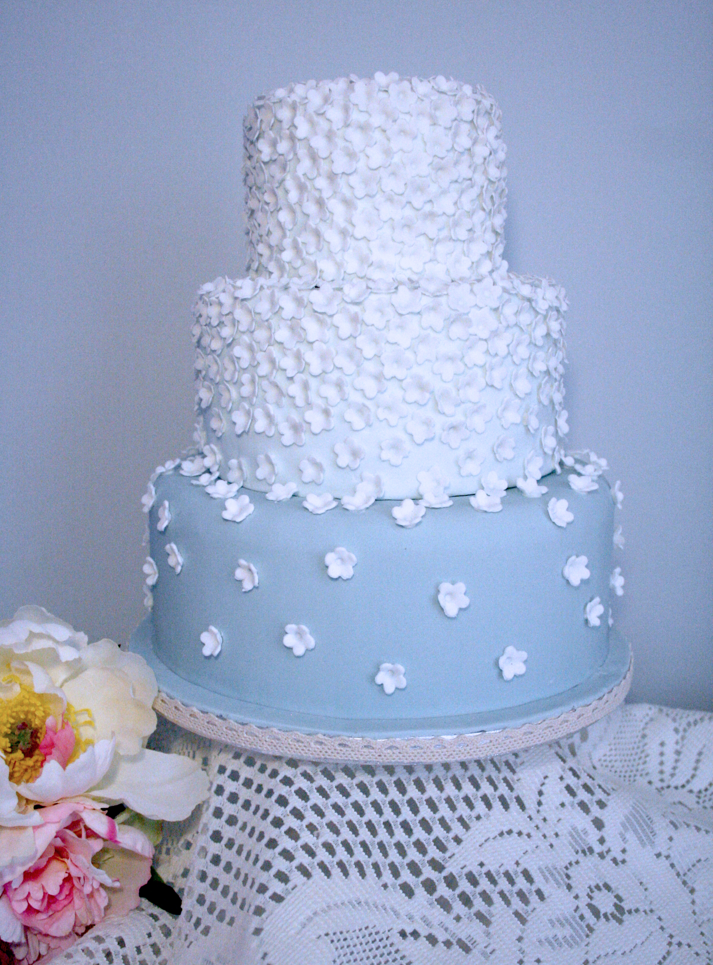 'Something Blue' Daisy Cake