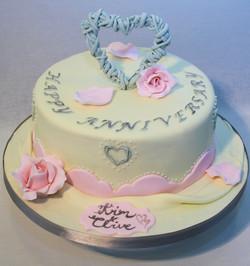 wicker heart cake