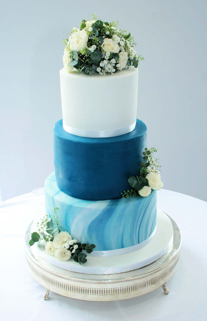 navy marble wedding cake.jpg