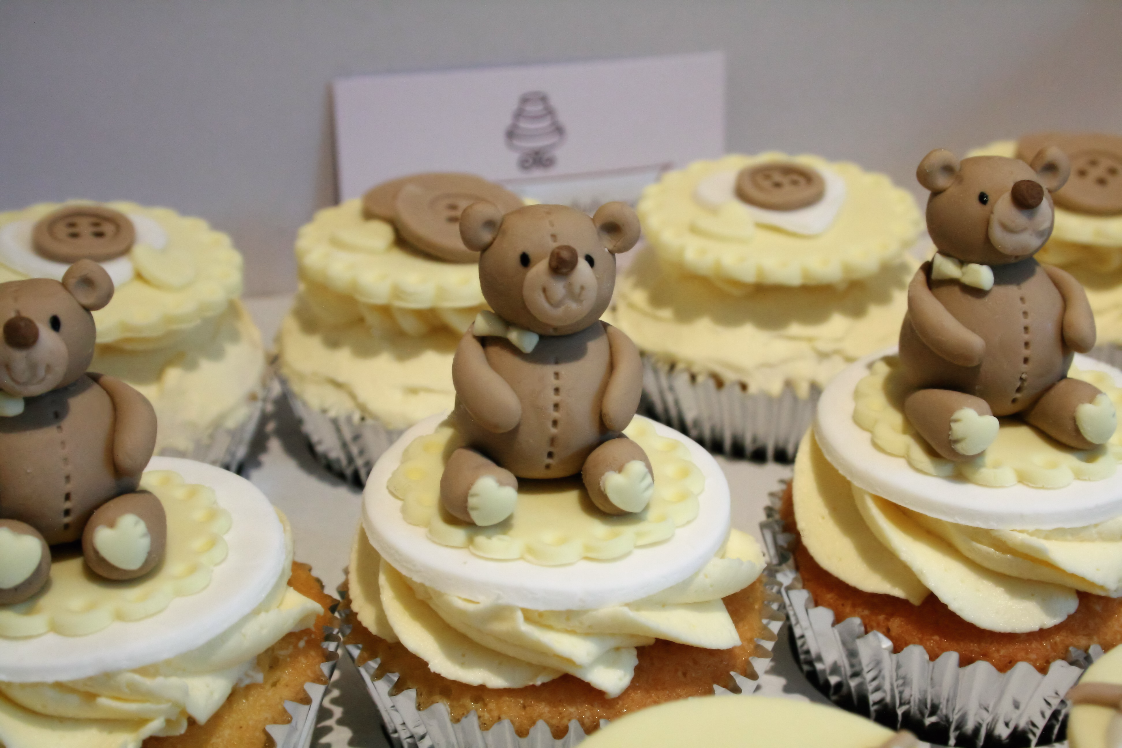 Baby shower bear cupcakes