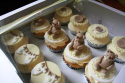 Baby shower bear cupcakes