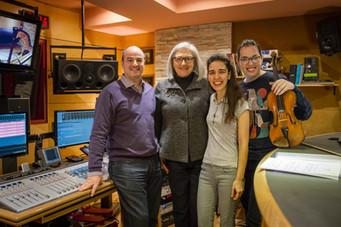 Con Teresa Catalán (Compositora), Cristina Montes (Arpa) y Cecilia Bercovich (violín)