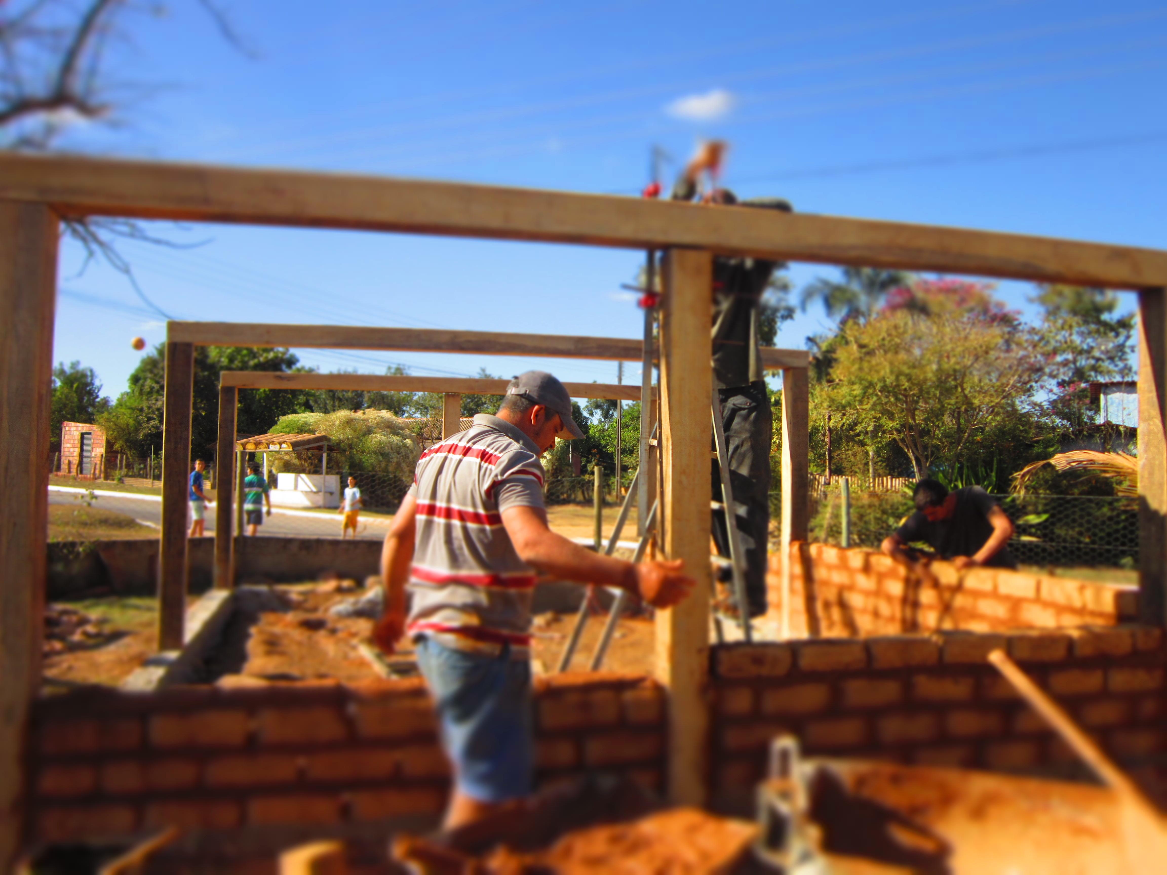 Levantando a estrutura de madeira