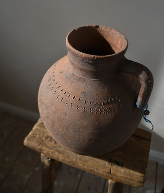 ~Hira~ antique terracotta urn