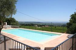 La piscine - The swimming pool
