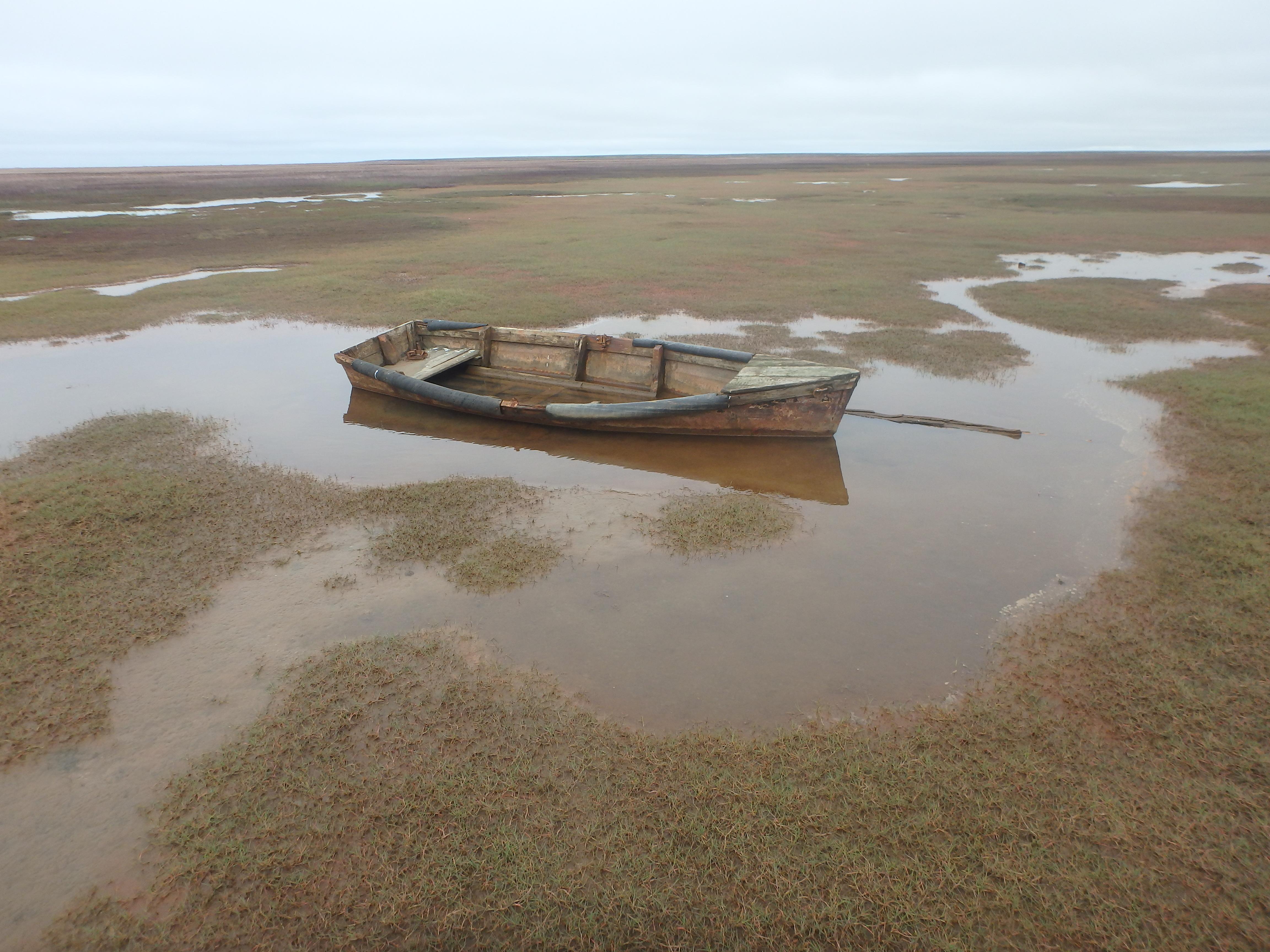 заброшенная лодка