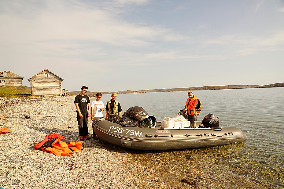 Volunteer cleanup at Rusanovo, Novaya Zemlya