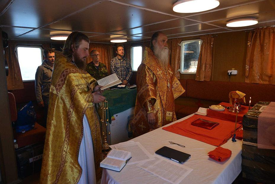 Литургия на борту «Картеша»