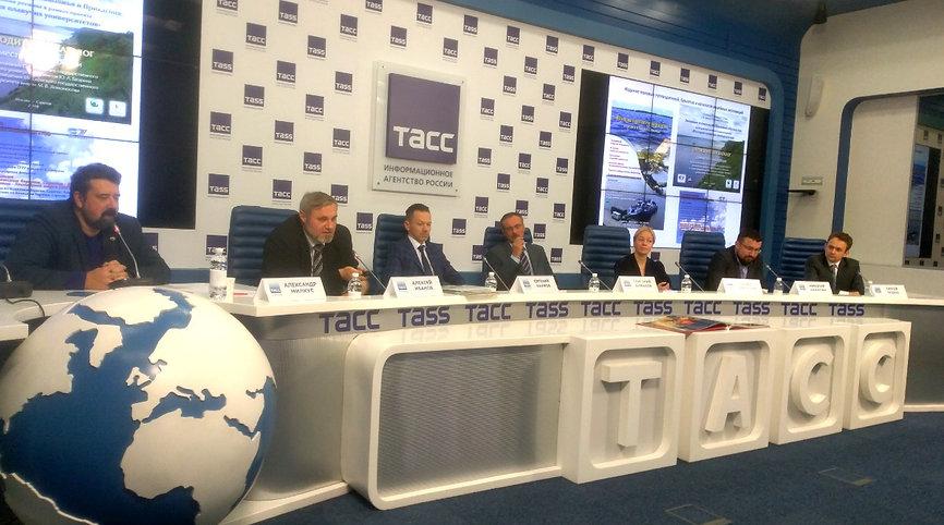 Дискуссия в пресс центре ТАСС 1.jpg