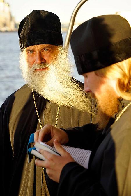 """Владыка Иаков, епископ Нарьян-Марский и Мезенский вместе с отцом Романом отслужили молебен на судне """"Картеш"""""""