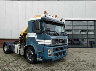 Volvo FM9 mit Kran.JPG