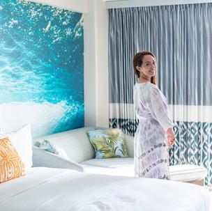 サーシャがワイキキビーチコマーホテルバイアウトリガーの公式アンバサダーに就任