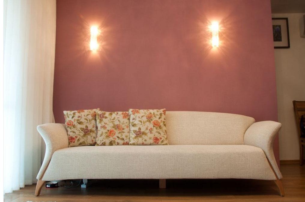 עיצוב קיר מוקד בסלון בעיצוב דירה ברח