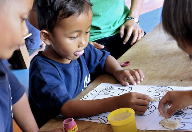 Anakardia Kids-Playing and coloring