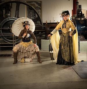 Steampunk mode, korsetter, parasoll, hattar och attityd!