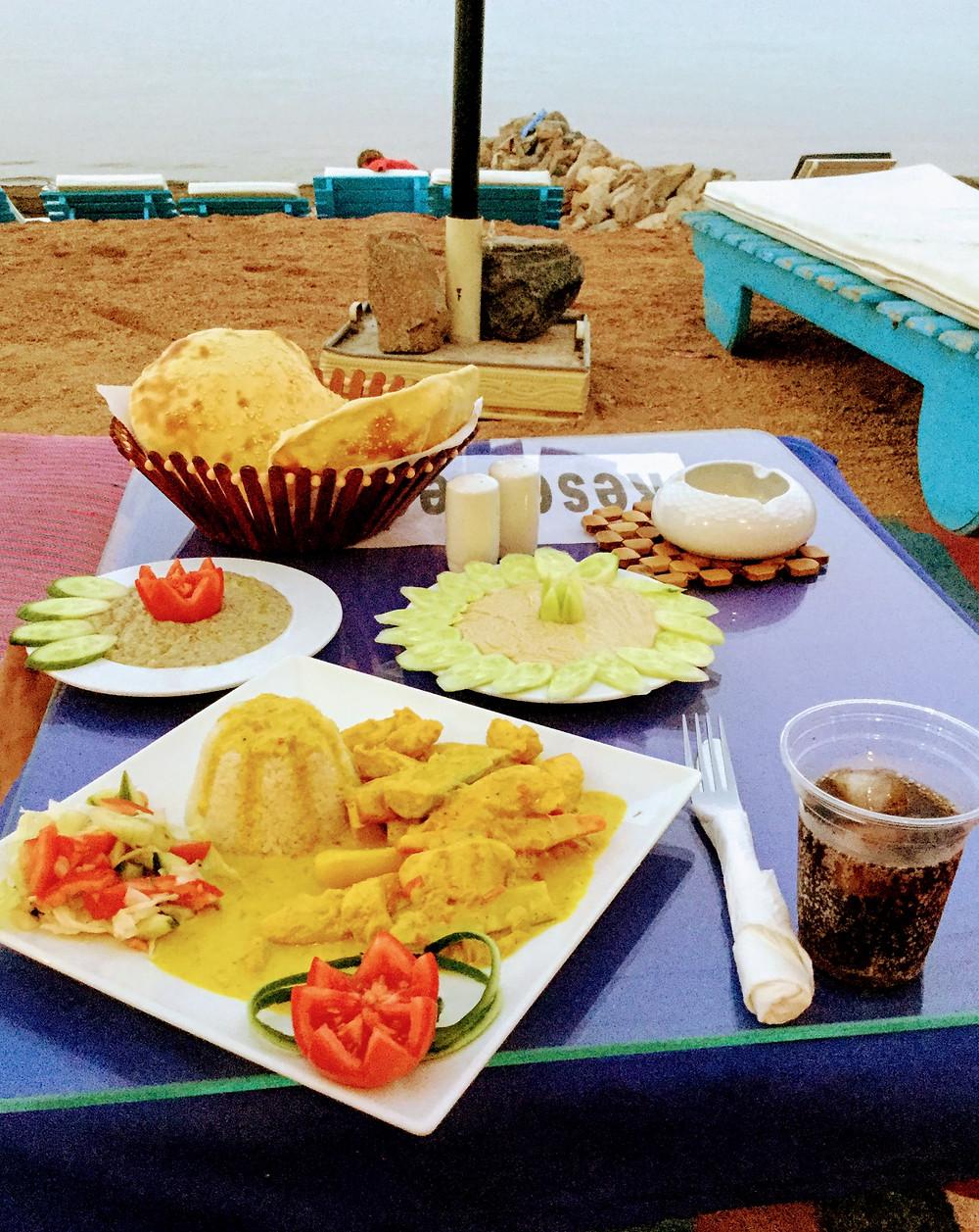 View-Restaurant-Eel-Garden Dahab Chicken Curry, Babaganough und Hommos