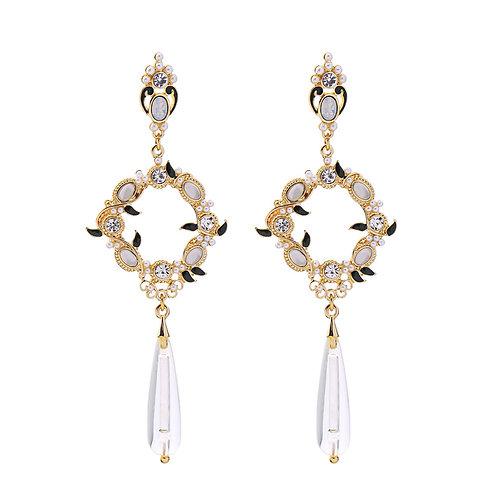 Last true angel regal detail hanging earrings