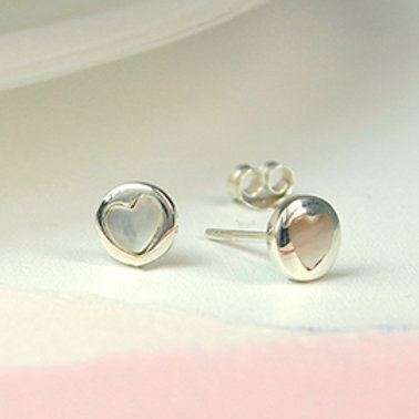 Pom sterling silver and pearl heart stud earrings