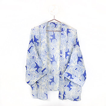 Pom blue and white floral kimono
