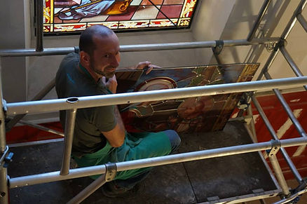 Pose des vitraux restaurés