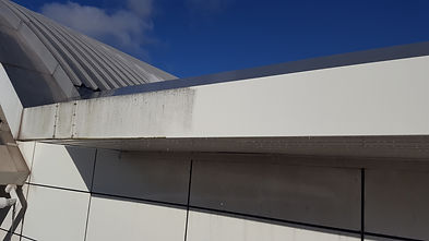 Dirty Cladding halfway through cleaning