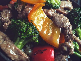 BEEF & BROCCOLI WITH RED BELL PEPPER