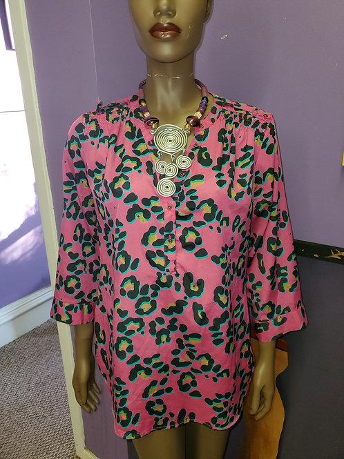 Pink leopard print button up shirt sz L