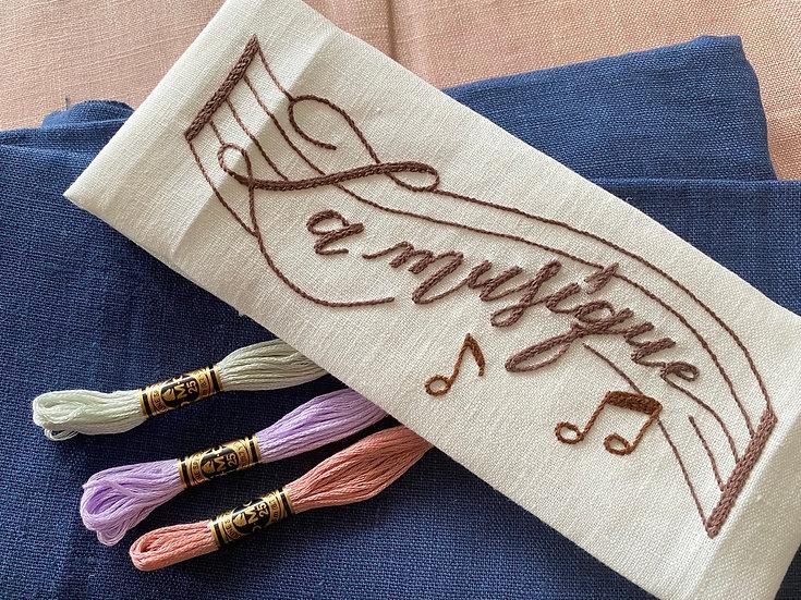 カリグラフィー刺繍キット ラミュージックポーチ