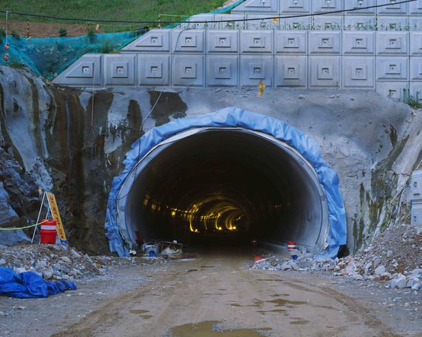 Tunnel-3, C-print, 152x190cm, 2014