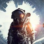 超現実的な背景を持つ宇宙飛行士