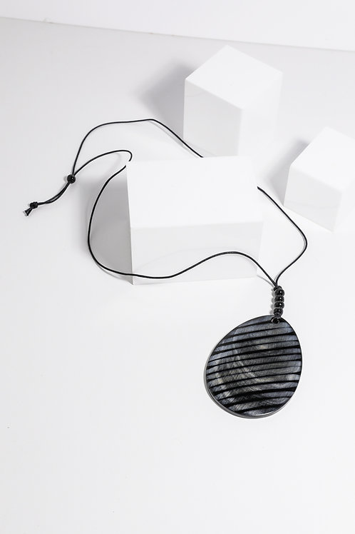 Holiday Delta Necklace Black Stripe