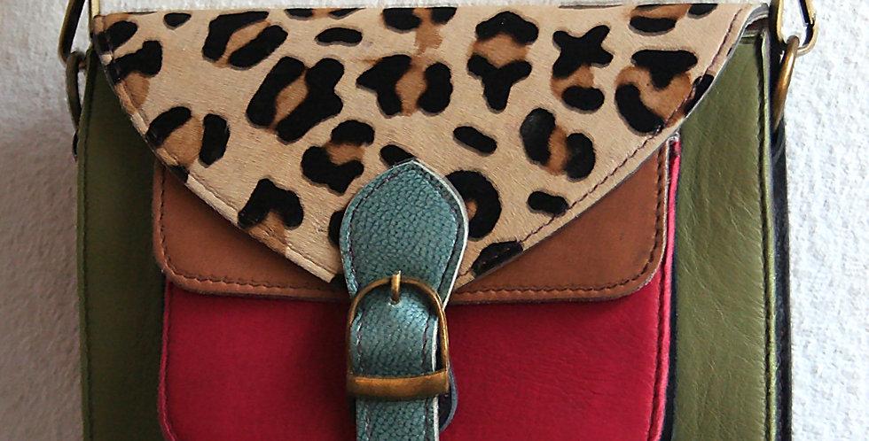 Petite besace en cuir multicolore et peau de vache imprimée léopard