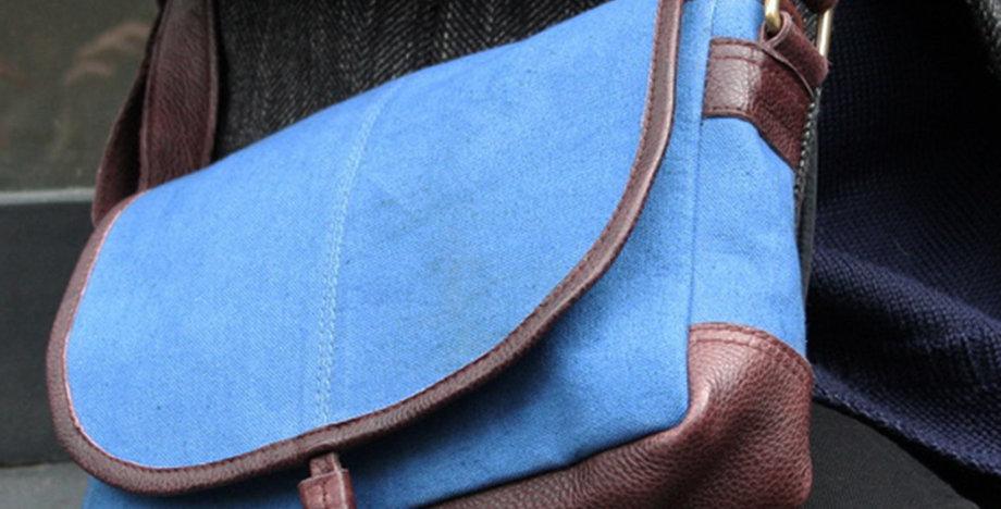 Besace en cuir et toile bleue