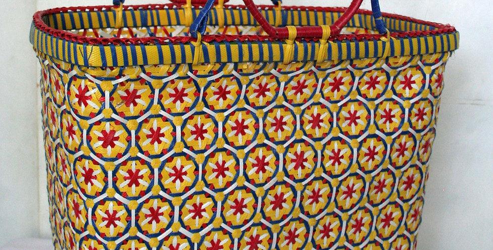 Panier tressé en plastique recyclé jaune/blanc/rouge