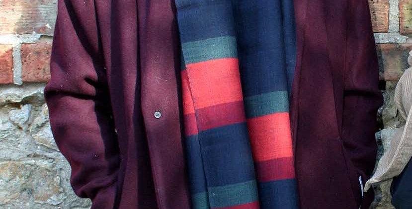 Echarpe en laine de l'Himalaya couleur bleu nuit