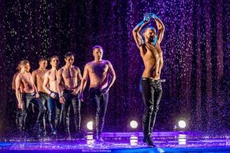 Между нами, девочками! «Искушение» танцем под дождем!