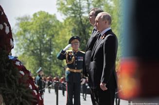В День Победы Владимир Путин возложил венок к Вечному огню